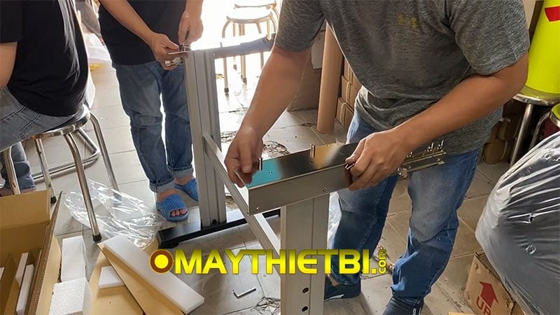 Lắp đặt chân máy cắt decal Graphtec CE6000 và CE7000 như thế nào